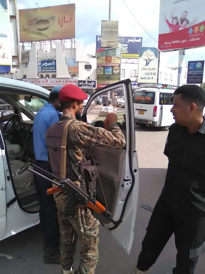 استمرار الأجهزة الأمنية بحملة منع الدراجات و المركبات المخالفة بالعاصمة عدن