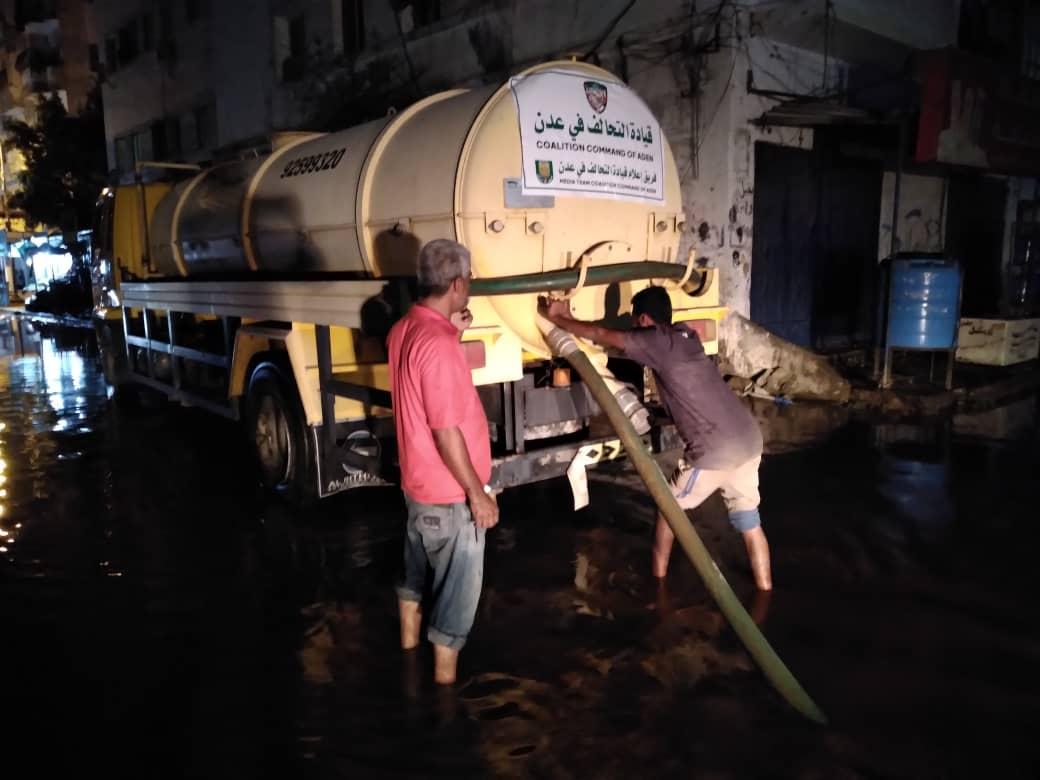 برعاية فريق اعلام التحالف بعدن..  تدشين حملة توعية ضد فيروس كورونا وأخرى لشفط المياه من الشوارع