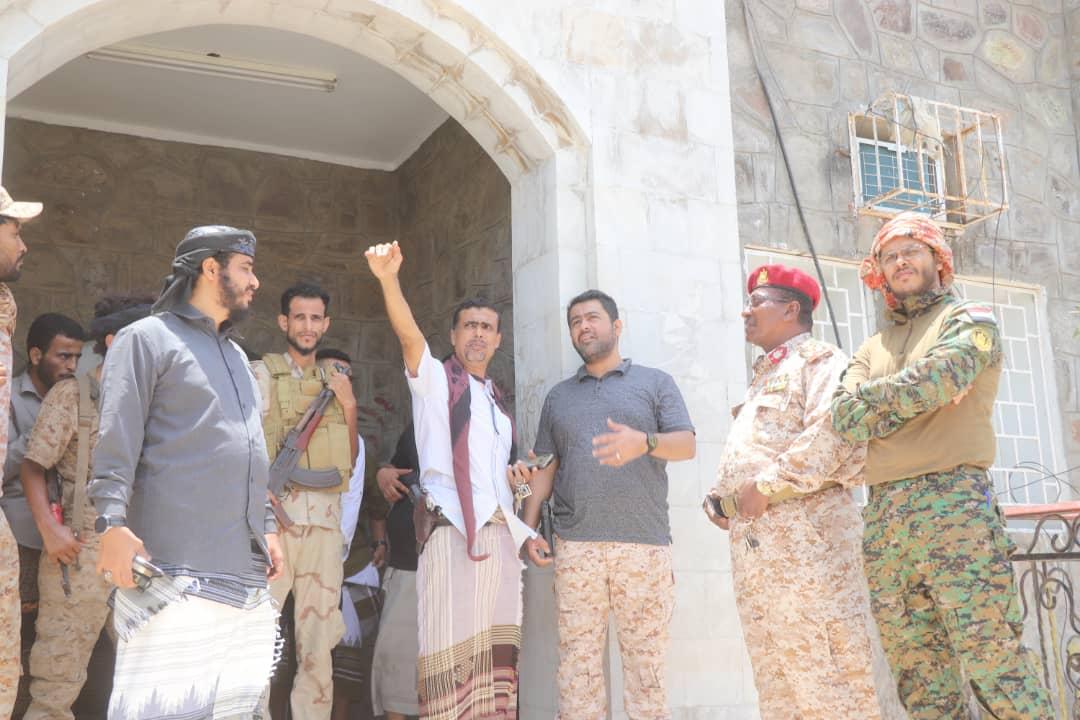 قيادات من الدعم والإسناد تواصل الزيارات العيدية للمواقع والألوية