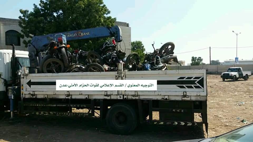 الحزام الأمني يشن حملة واسعة لضبط الدراجات النارية في العاصمة عدن